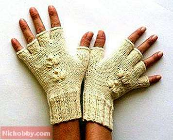 Knitted gloves as an accessory